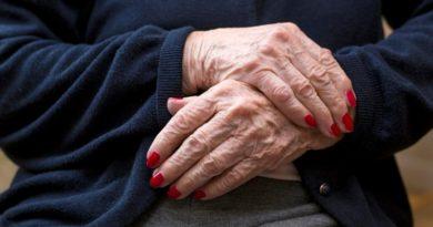 Χέρια Ηλικιωμένης